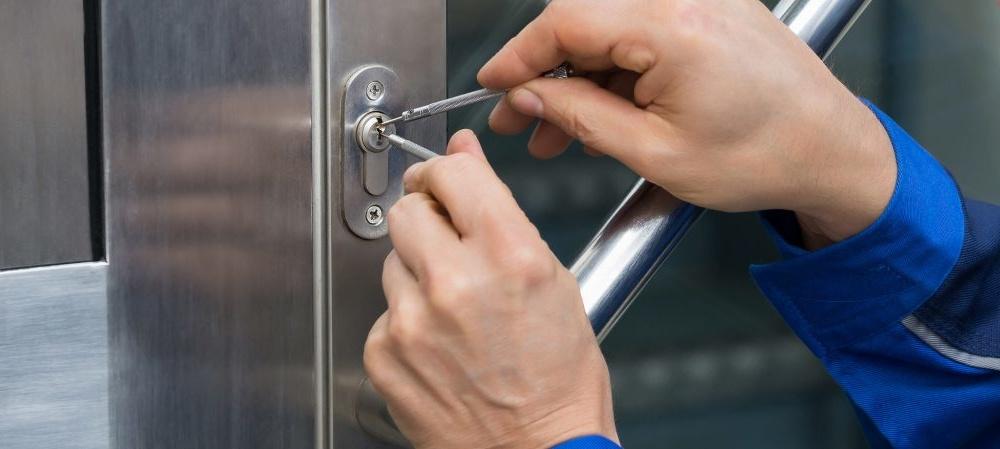 locksmith at work